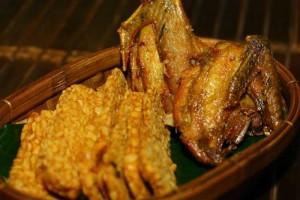 Ayam Goreng Riung Tenda